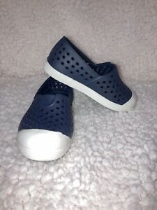 Old Navy Baby Toddler Boys Size 5 Blue Perforated Rubber Sandals Water Shoes New