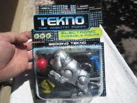 Quest Tekno The Robotic Puppy Begging Tekno Dog 14620 NIB