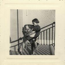 PHOTO ANCIENNE - VINTAGE SNAPSHOT - ENFANT POUPÉE OMBRE LUNETTES MODE -GIRL DOLL