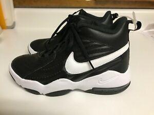 Boys NIKE Air Sneakers Size 5Y Black & White FORCE Retail $80.00
