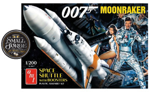 AMT1208, MOONRAKER Shuttle with Boosters - James Bond, Scale 1:200. NEW & Sealed
