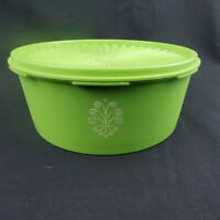 TUPPERWARE Vintage Retro Apple Green Canister 1204 with Servalier Lid Seal