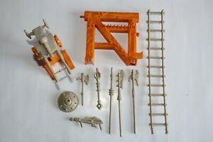 MOTU : armes, râtelier, échelle et tourelle pour le Château des Ombres (Mattel).