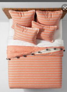 opalhouse seine twin Xl pom Pom quilt and sham set New