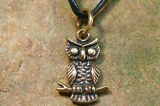 Anhänger Amulett Eule / Uhu Bronze klein plus Lederband Mittelalter / Magie