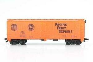 HO Scale Tyco Pacific Fruit Express Wood-Side Ice-Bunker Refrigerator Car Xlnt