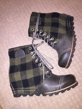 New NIB Sorel 1964 Premium Wedge Boot Green Black  Buffalo Check Plaid Size 10.5