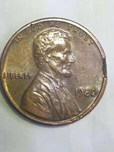 1982 Lincoln Cent No Mint Error edge chip. +Extra Eye Lid,DD on Ear,. And DDR.