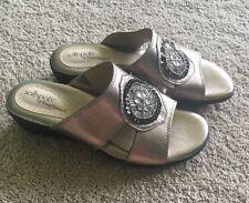 Softspots @ FootSmart Women's Metallic Leather SZ 8.5W Embellished Sandal EUC