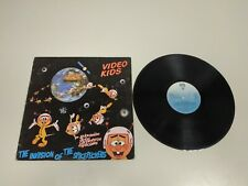 519- VIDEO KIDS LA INVASION DE LOS CARPINTEROS ESP 1985 LP VINILO  VG DISCO VG +