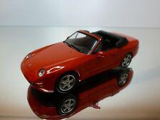 PORSCHE 968 coupé et cabriolet 4 photos constructeurs 1993 N°4308