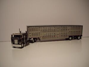 DCP FIRST GEAR 1/64 BLACK AND GRAY PETE 352 W/T SLEEPER & SPREAD AXLE LIVESTOCK