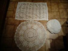 Coussin brodé , Nappes en broderie , dessus de table ou couvre meuble