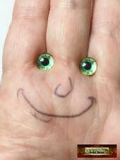 M01587 Morezmore 1 Pair Glass Eyes Iris 8mm Green Stars Flat Back Doll Puppet