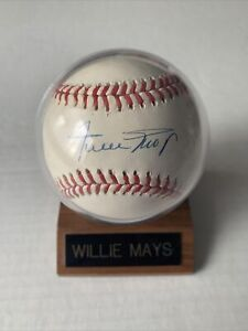 Willie Mays Signed Autograph Baseball - Rawlings Official - With Display Case