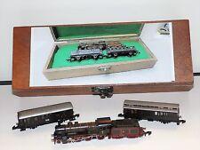 Z Scale 1:220 Märklin 88122 KPEV Loco w/ 2 cars in custom case