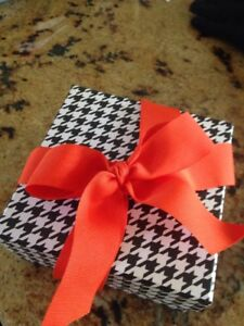 4pc Houndstooth Black and White Gift Box with Lid With Stuffing and Ribbon