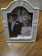 """Russ White Ceramic Love/Loyalty/Friendship Photo Frame (Holds 5"""" x 7"""" Picture)"""