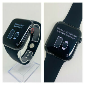 Apple Watch Series 4 44 mm Space Grey Aluminum Case with Black Sport Loop