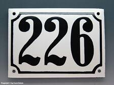 EMAILLE, EMAIL-HAUSNUMMER 226 in SCHWARZ/WEISS um 1960
