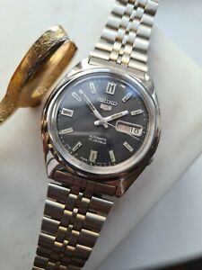 Vintage BLACK 1983 SEIKO 5 Men's Automatic Day/Date Watch 7009-8750 80s