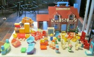 Vintage Fisher Price Lot ~ 1969 1980 F.P. House #952, Furniture, People & More!