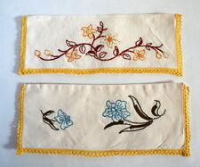 2 Range-serviette brodés anciens
