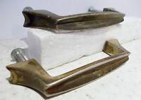 2anciennes poignées pour meuble ou tiroir métal couleur dorée