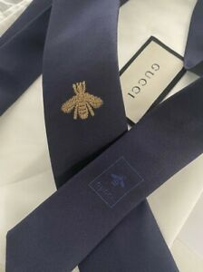 """GUCCI Slim Tie Midnight Blue """"THE BUZZ"""" Gold Embroidered Bee Made in Italy NWT"""