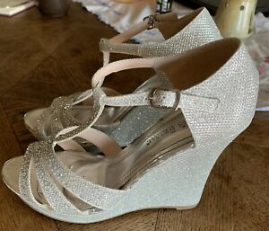 Davids Bridal Heels Silver Sparkly Size 7 Dress Shoes