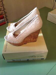 Cathy Jean Women's Wedge Heels Shoes Open Toe Pump Beige Nude Lace Size 7 M New