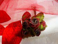 lot fleurs anciennes pour déco chapeaux ou   autre....= rouges +voilette rouge
