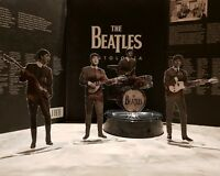 The Beatles figures cristal clear acrylic b&w. They look incredibly real!