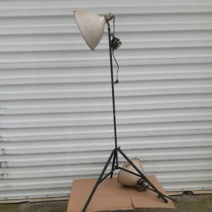 VINTAGE SMITH-VICTOR PHOTOGRAPHY STUDIO LIGHTING STAND AND 2-ARMS/SHADES