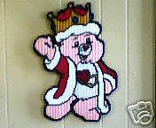 QUEEN OF HEARTS BEAR WALL HANGING IN PLASTIC CANVAS