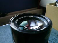 Cannon 135mm f1:3.5 Manual Focus Lens made in Japan in lovely condition.