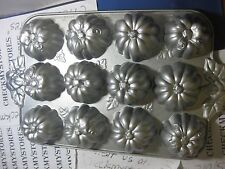 Nordicware Pumpkin Patch Pan Heavy Cast Aluminum Fall Thanksgiving Dinner Muffin