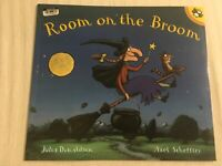 Room on the Broom By Julia Donaldson Paperback Book | Brand NEW & Free Shipping