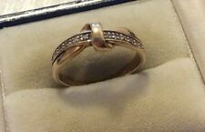 Beautiful Ladies Hallmarked Solid 9ct Gold ( .10 Diamonds ) Diamond Ribbon Ring