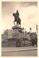 Deutsche Soldaten an Denkmal Jungfrau von Orleans Frankreich
