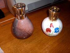 2  lampes  berger l'une en PÄTE de verre multicolore et l'autre décor floral !!