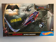 HOT WHEELS Batman v SUPERMAN SKY HIGH TAKEDOWN Play set with Exclusive Car NIB