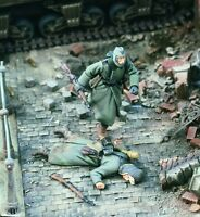 1:35 WWII German Running for Cover (2 figures) High Quality Resin Kit
