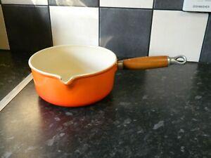 le creuset cast iron saucepan  in orange finish  size 18 (lot 2 )