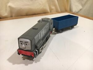 Motorized Dennis with Blue Car T0785 for Thomas and Friends Trackmaster
