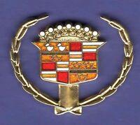 CADILLAC WREATH HAT PIN LAPEL PIN TIE TAC ENAMEL BADGE #0717 GOLD