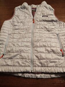 PATAGONIA Women's FULL ZIP 100% Polyester XL THIN QUILTED VEST  Blue w/ Purple