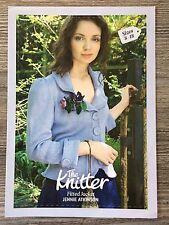 """""""LA TRICOTEUSE"""" Knitting Pattern: femme ajustée à Col Veste, 8-18, 4ply"""