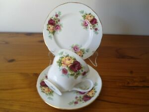 Vintage 1960's Duchess Trio Gold and Red roses - Exc. Cond.