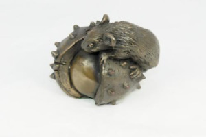 Oriele Bronze  Mouse On Conker
